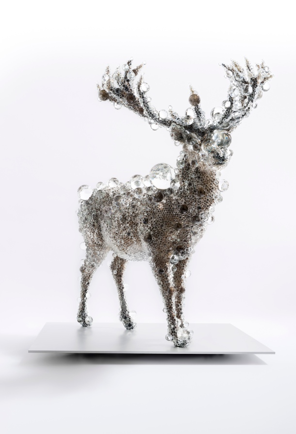 PixCell-Red Deer 2012 taxidermied Red deer, glass, acrylic, crystal beads 209.0 x 163.0 x 194.5 cm National Gallery of Victoria, Melbourne Felton Bequest, 2013 © Kohei Nawa, courtesy Sandwich, Kyoto